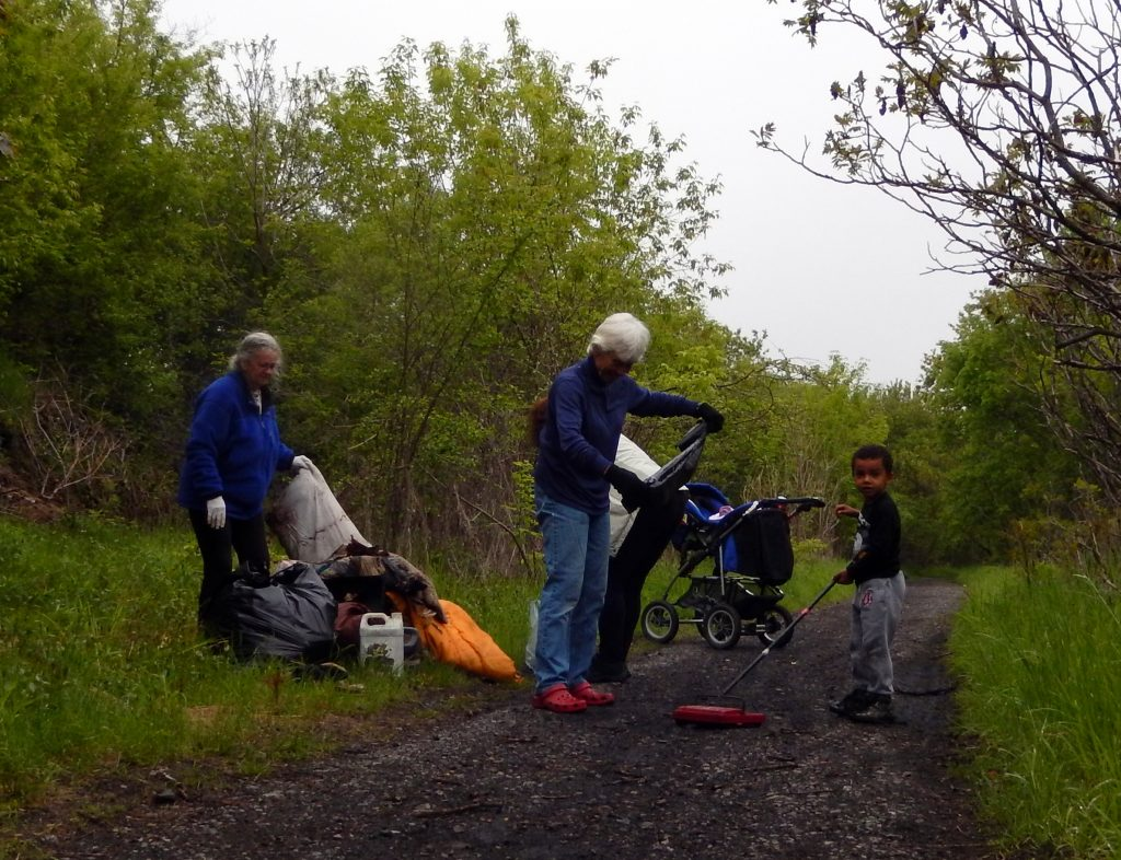 Clean-up crew on Belle Park Trail Saturday 24 May, 2014